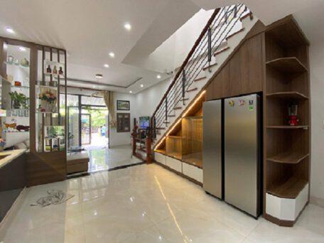 Tủ bếp và tủ gầm cầu thang